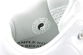 AND1 Tai Chi TGR Mid アンドワン タイチ TGR ミッド(White/Silver)